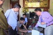 Kiểm tra cơ sở sản xuất rượu nghi ngờ gây ngộ độc ở thôn Trương Xá, xã Toàn Thắng, Kim Động