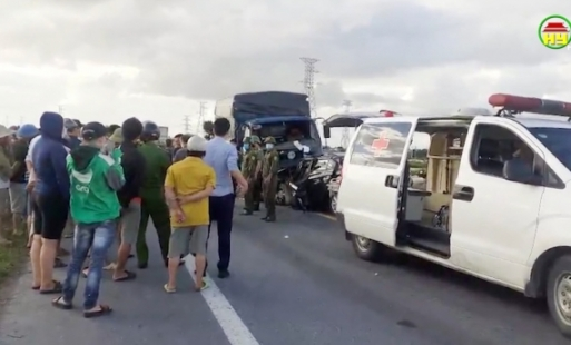 Vụ TNGT  đặc biệt nghiêm trọng giữa xe ô tô con và xe ô tô tải trên đường nối 2 đường cao tốc làm 3 người tử vong.