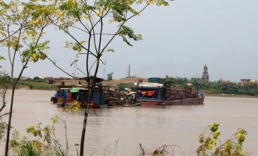 Xử phạt hơn 160 triệu đồng, tịch thu phương tiện khai thác cát trái phép trên sông Hồng ở Văn Giang