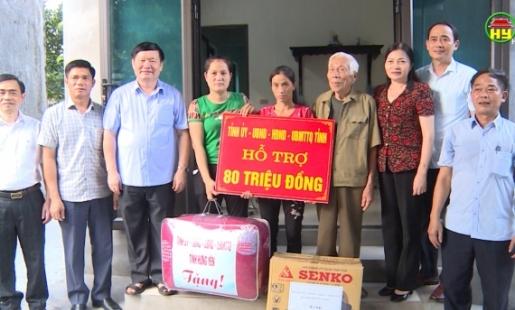 Chủ tịch UBND tỉnh trao nhà cho người nghèo ở Khoái Châu và Mỹ Hào