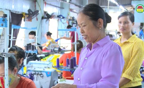 Bà Vũ Thị Thắm - Chi hội trưởng phụ nữ điển hình trong phong trào  thi đua yêu nước