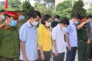 Phó Bí thư Thường trực Tỉnh ủy dâng hương viếng nghĩa trang liệt sĩ thị xã Mỹ Hào